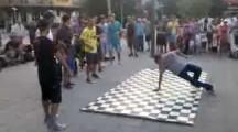 Улични танцьори в Бургас